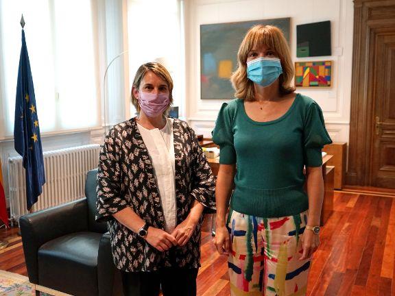 La ministra de Educación y Formación Profesional junto a la presidenta de COFAPA.