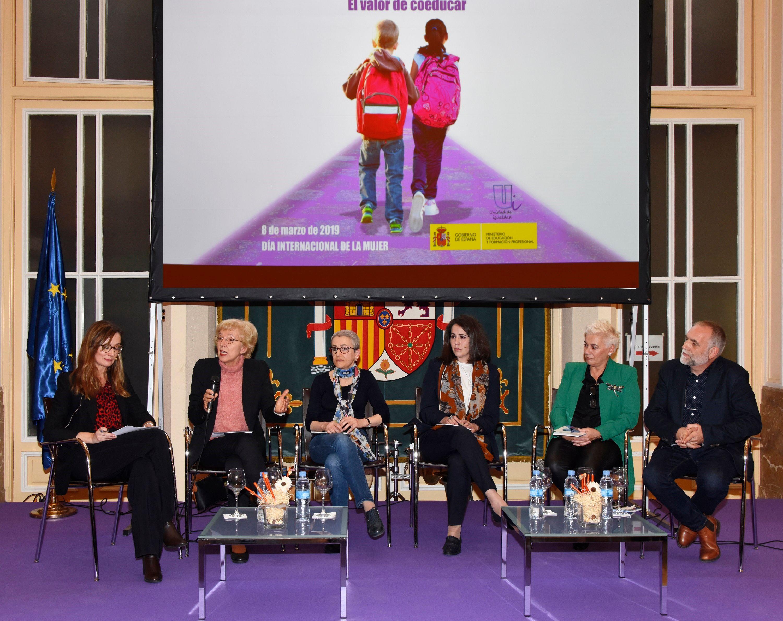 Las Mujeres Representan La Mayoría Del Profesorado Y De Los