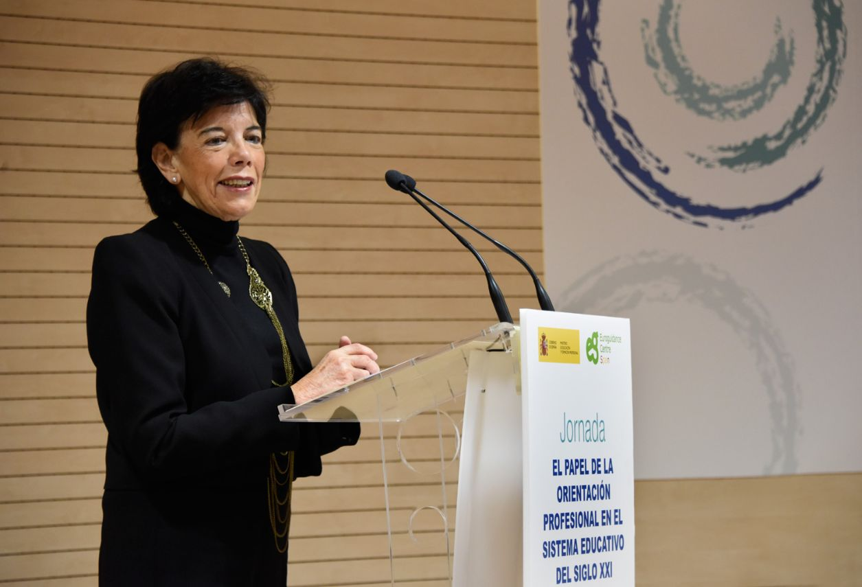Isabel Celaá en la inauguración de la jornada sobre orientación profesional