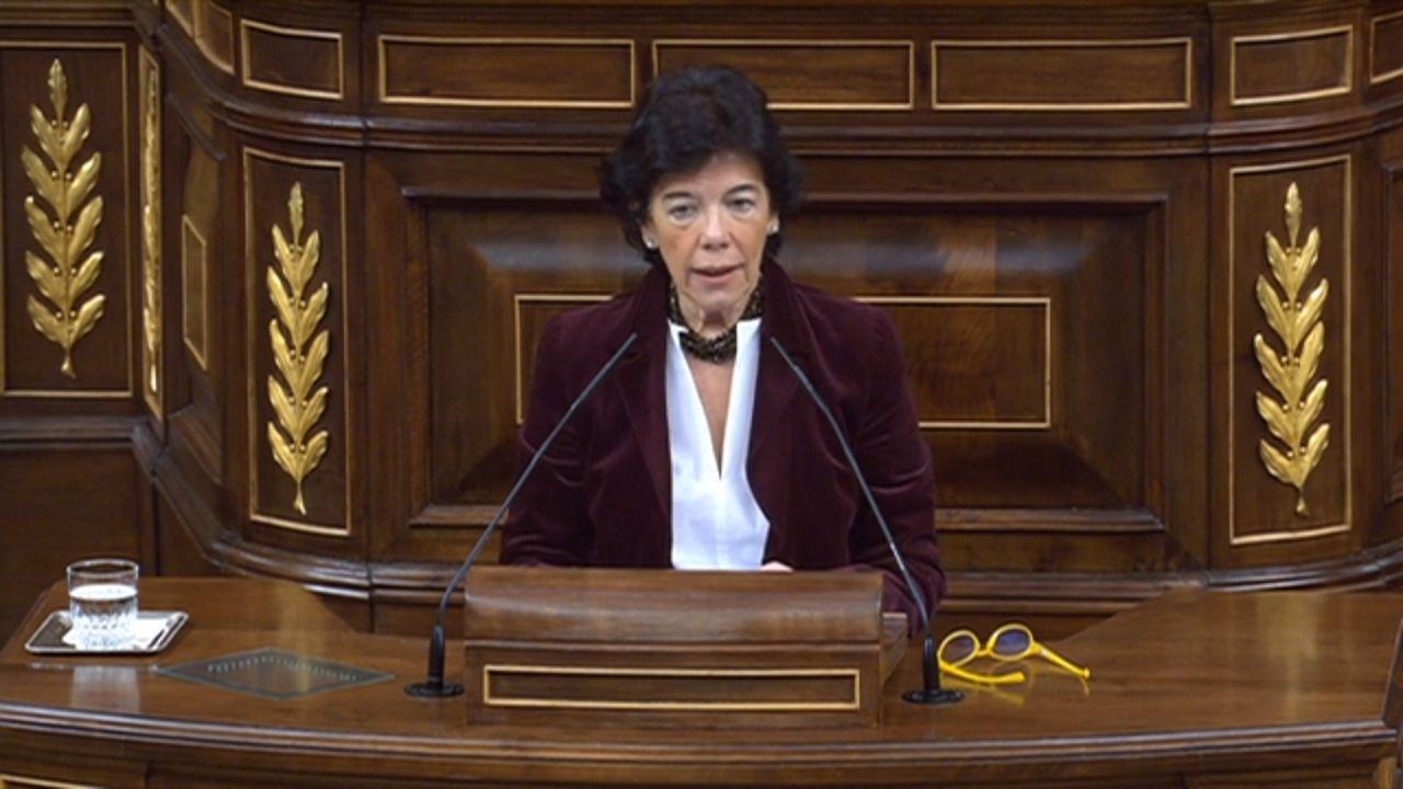 La ministra Isabel Celaá durante su intervención en el Congreso